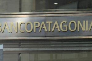 Macro contrató a Goldman Sachs para tratar de comprar el Banco Patagonia