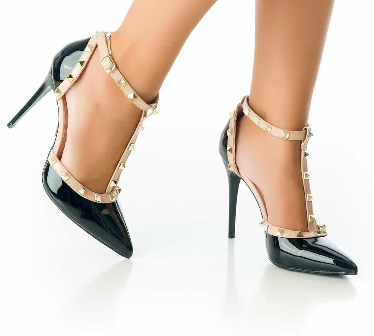 5c710df7 ... de precios entre un calzado de marca nacional y uno traído desde el  otro lado de la frontera. Ahora bien, la pregunta es, ¿se pueden vender  zapatos ...