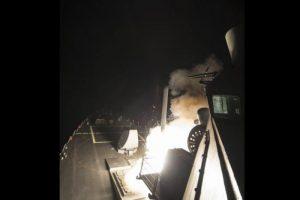 Estados Unidos lanzó más de 50 misiles a una base aérea en Siria