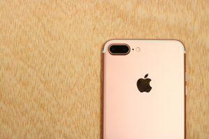 El IPhone importado está al alcance de la mano, pero es muy caro: se sigue vendiendo en negro