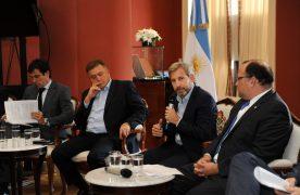 """Frigerio prometió que los planes de viviendas tendrán """"porcentajes"""" en madera"""