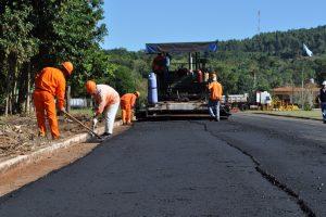 Vialidad sobrecumplió las metas del plan de asfalto sobre empedrado
