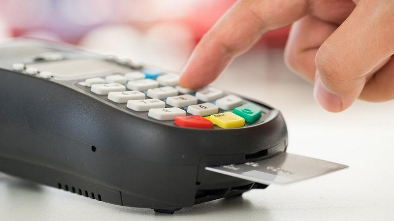 La AFIP sale a controlar que los negocios tengan posnet y aplicará clausuras