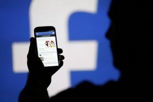 Espiar un celular, el correo o la cuenta de red social de la pareja es un delito federal