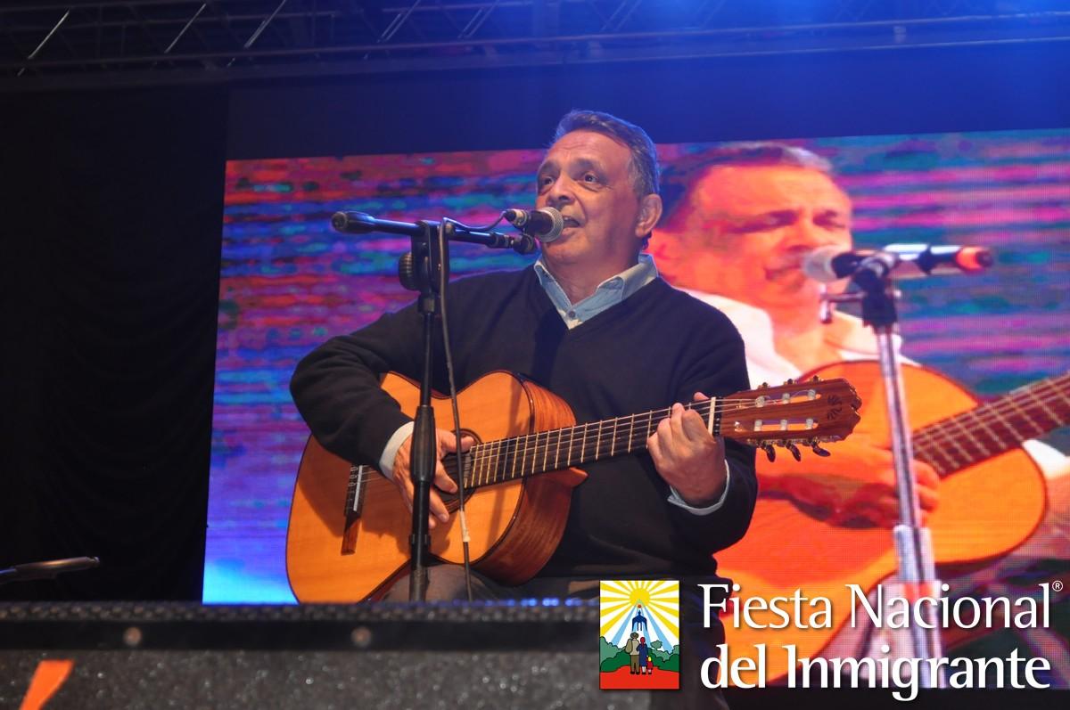 Mario Bofill cerró la cuarta noche con el calor de Misiones