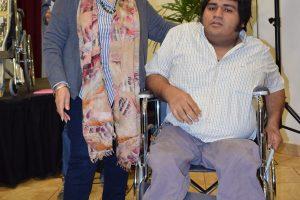 Entrega de sillas de ruedas y muletas a beneficiarios de Virasoro
