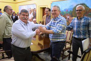 Passalacqua firmó convenio con Apicofom para construcción de casas de madera