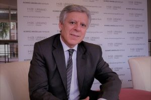 """""""El exceso de información, de conexión y de actividades atentan contra el bienestar"""", alertó Daniel López Rosetti"""