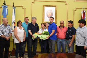 Subsidio de 2 millones de pesos entregó Passalacqua a productores feriantes