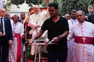 """Francisco en Asia: """"La presencia de Dios también se llama rohingya"""""""