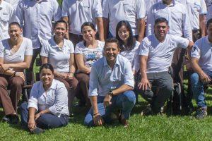 Mynor Espinoza sonríe junto al staff con el cual buscará llevar al Melia a la categoría 6 estrellas, algo inédito en la Argentina