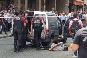 Tiroteo y pánico en el centro porteño: tres heridos y un detenido tras robo a joyería