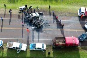 Diez personas fallecieron en choque sobre la ruta 105