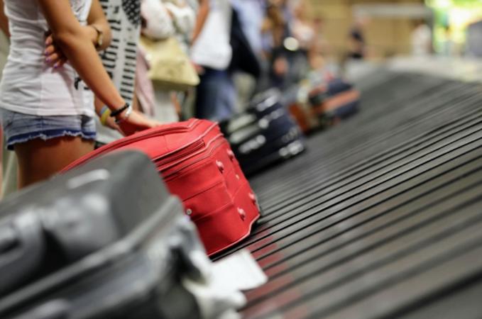 Por la devaluación, cada vez menos argentinos viajan al exterior