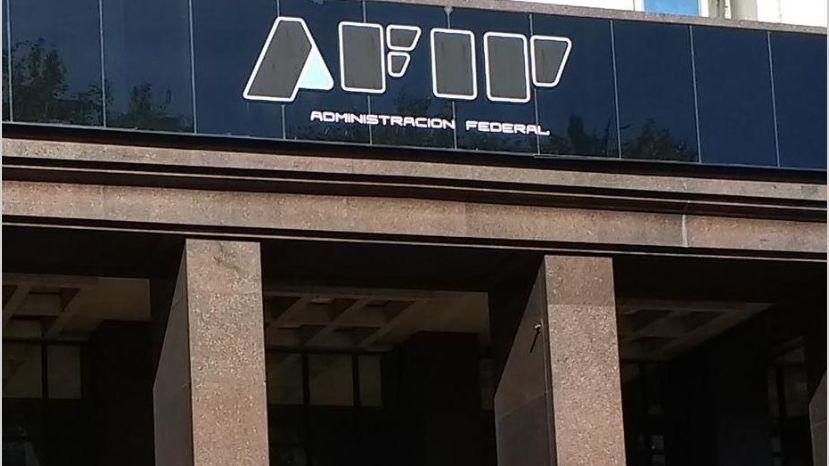 AFIP elevó a 500 dólares la franquicia libre de impuestos para quienes traen artículos del exterior