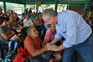 Passalacqua entregó títulos de propiedad a 68 familias en El Soberbio