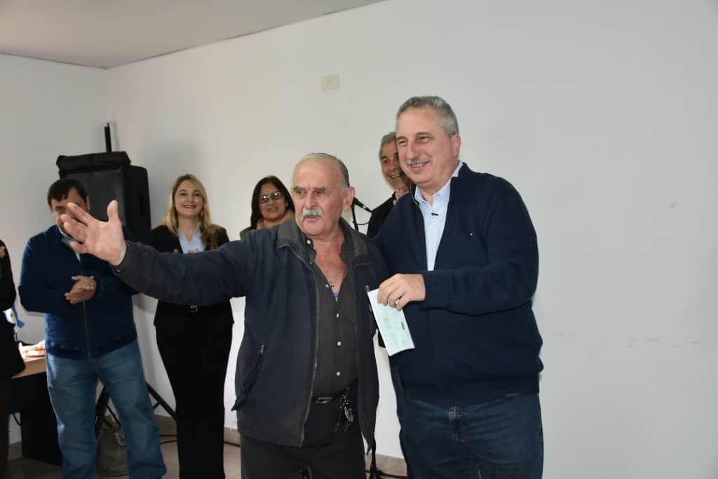 Passalacqua encabezó la entrega de créditos del IPS a jubilados de la zona centro