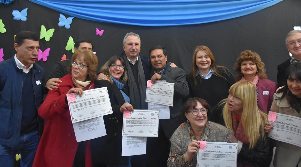"""""""Tenemos la obligación de ser ejemplares"""", dijo Passalacqua en el acto de titularización de medio millar de docentes"""
