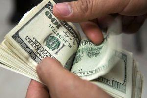 Advierten por niveles récord de fugas de divisas