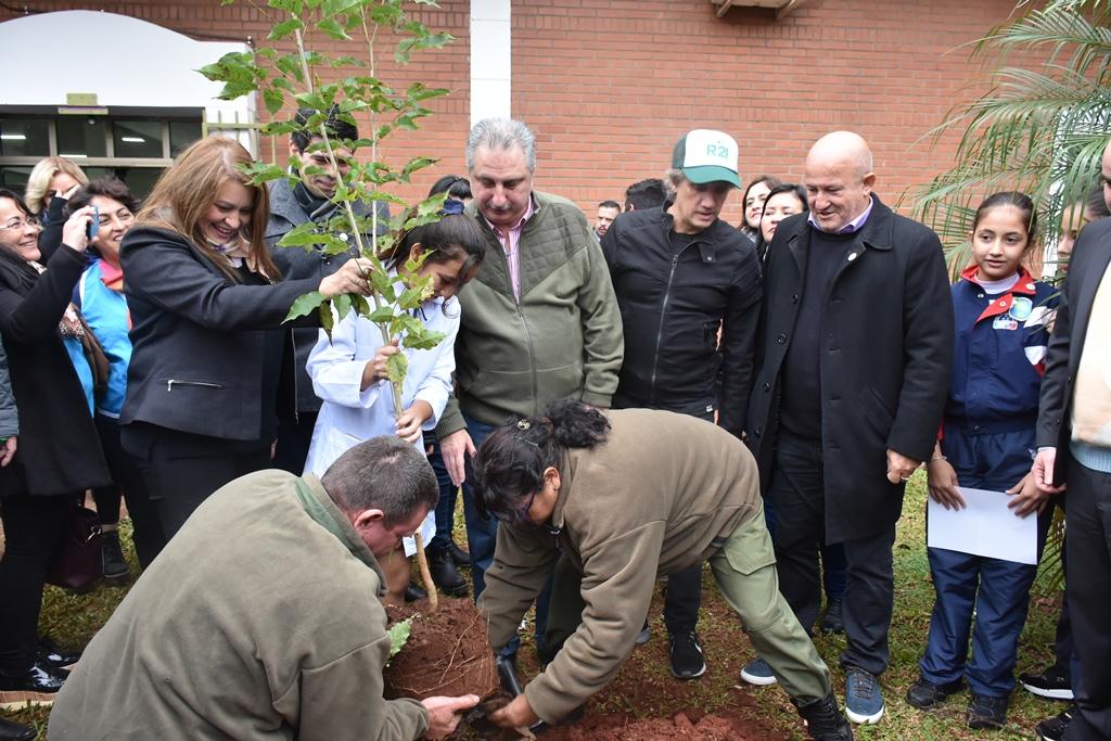 Alumnos de séptimo grado de Misiones y de Ushuaia prometieron simultáneamente defender el medioambiente