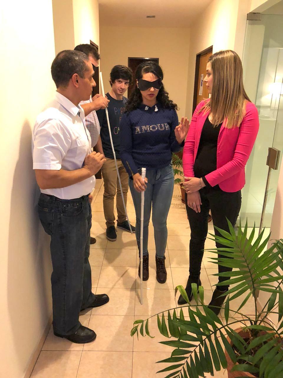 Comerciantes se capacitaron en atención a personas con discapacidad visual