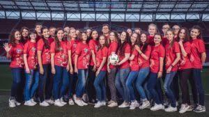 El voluntariado, un ejército rojo y gratuito para la FIFA