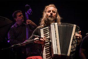 Chango Spasiuk, en concierto en la Cruz de Santa Ana