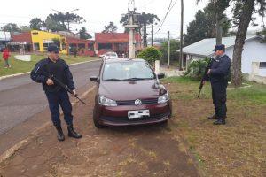 La Policía atrapó a brasileños que intentaron ingresar al país con un auto robado