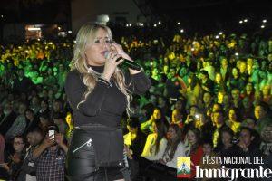 """Karina """"La Princesita"""" hizo vibrar el escenario mayor de la Fiesta del Inmigrante"""