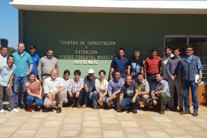 La Escuela 2 de Mayo es un centro permamente para capacitar recursos laborales en el sector forestal.