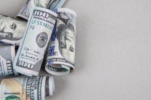 Con una tasa de interés cada vez más alta, el dólar igual rebotó y subió