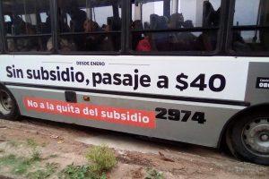 """Corrientes: """"Sin subsidios, pasaje a 40"""", la advertencia ploteada en los colectivos"""