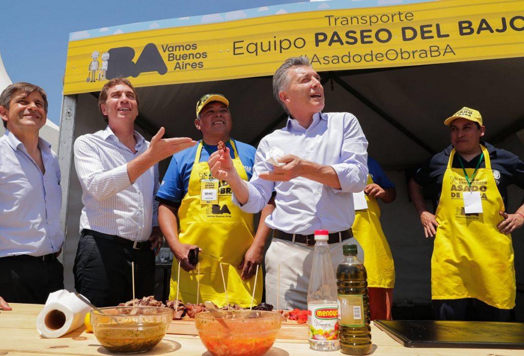 El Presidente participó de la entrega de premios a trabajadores de la construcción que ganaron un torneo de asado organizado por la Ciudad de Buenos Aires.