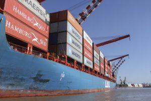 Déficit comercial bajó 54% pero se importó menos por la recesión y no hubo boom exportador con dólar alto