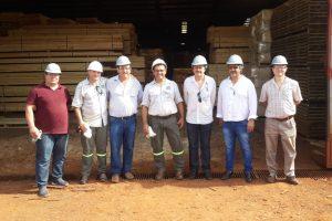 Visita de empresarios muebleros catarinenses a aserraderos de misiones