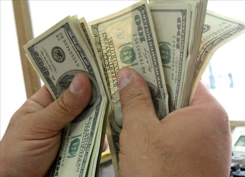 A pesar de la suba de tasas, se disparó el dólar minorista 4% y cerró a $43,41 según el Banco Central