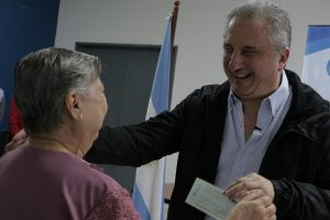 Passalacqua entregó créditos a jubilados del Instituto de Previsión Social