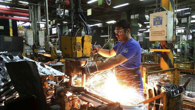 La industria se derrumbó 10,7% en diciembre y Pymes fueron las más afectadas, según la UIA