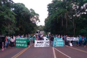 Cortan el acceso a Cataratas en contra del desarrollo inmobiliario en la selva