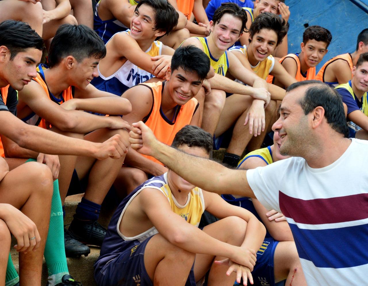 Herrera Ahuad entregó elementos deportivos al club Bartolomé Mitre
