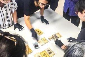 Taller sobre conservación de fotografías en Biblioteca del Parque del Conocimiento