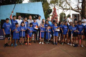 Losada entregó equipos e indumentaria a las escuelas deportivas municipales del CIT de Itaembé Miní Este