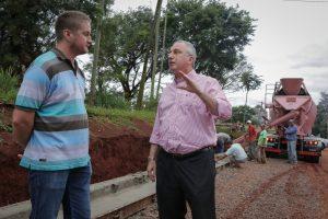 Passalacqua recorrió obras de pavimento en el acceso a Pueblo Salto