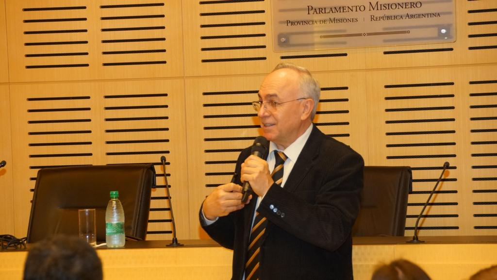 En Misiones el cooperativismo tiene muchas oportunidades de crecimiento, afirmó doctor en economía brasileño