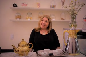 La romántica emprendedora que invita a una pausa para saborear un té con estilo