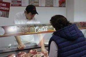 Clientes contentos y carniceros aliviados, resumen del primer día del Ahora Carne