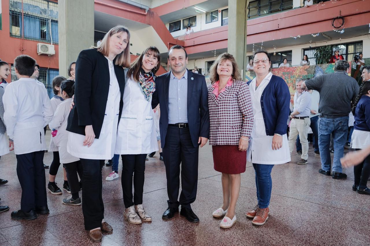Herrera Ahuad entrego mobiliario a escuelas de Puerto Rico