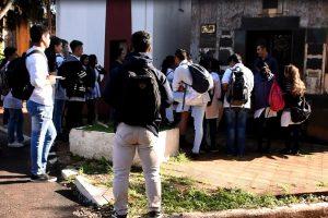 Escuelas secundarias participan de los recorridos educativos por el Cementerio La Piedad