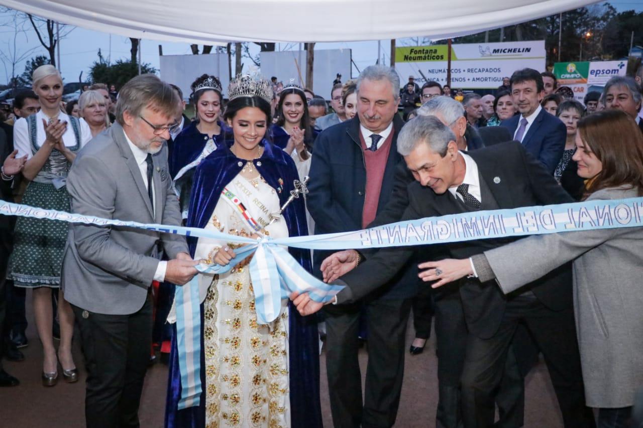 «Esta es la más Argentina de las fiestas», dijo Passalacqua en la apertura de la Fiesta Nacional del Inmigrante