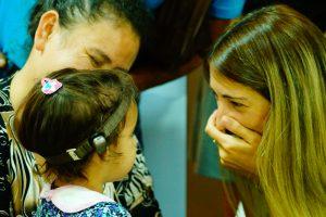 Niña de Campo Viera recibió la primera vincha auditiva en el hospital público